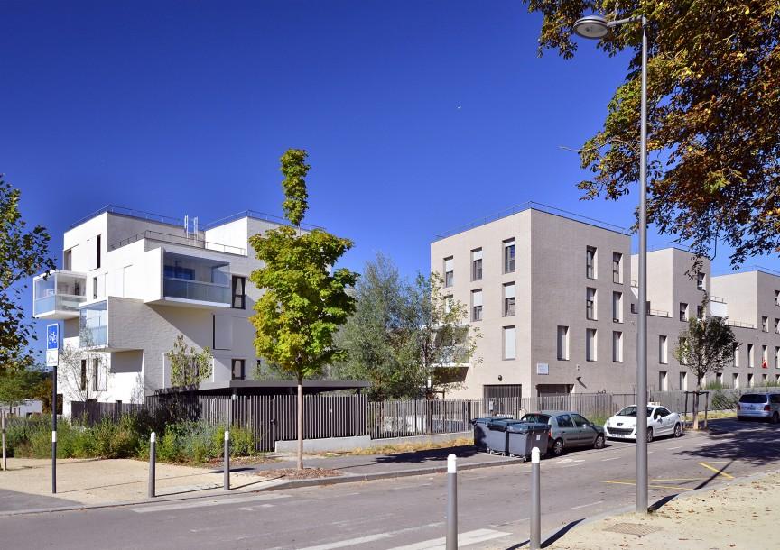 A l'angle rues JJ Rousseau et Françoise Dolto
