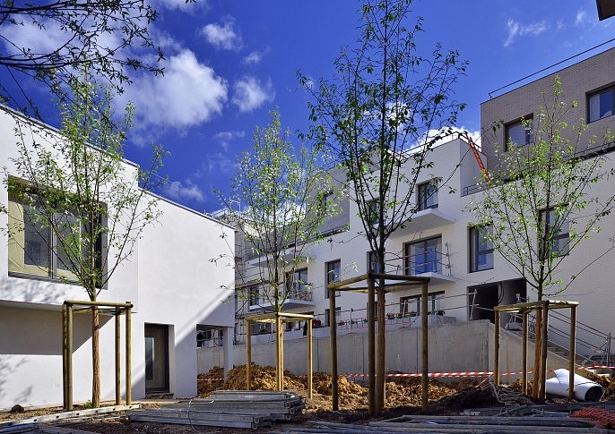 L'espace entre les maisons du lot B1 et le plot