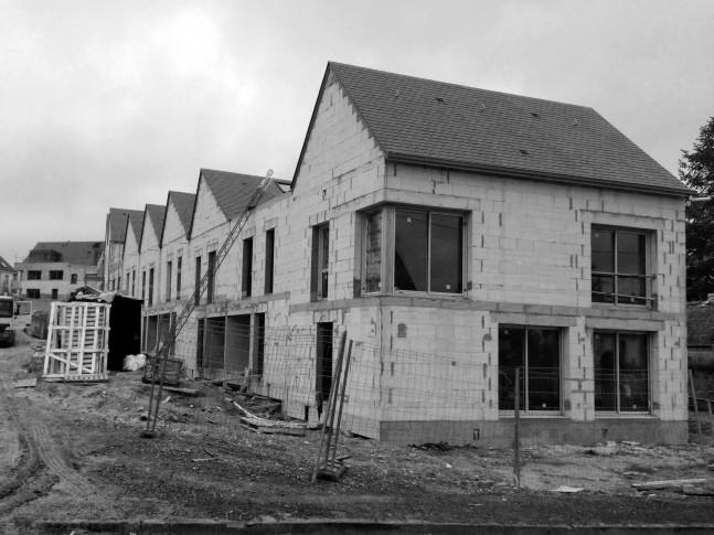 Novembre 2017 - La silhouette des maisons se précise, Maisons couvertes et fenêtres posées