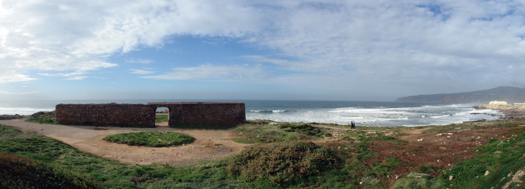 La forteresse de Cresmina depuis la route de la corniche